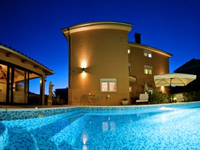 Villa Mihaela apartments with pool in Fazana
