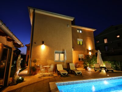 Villa Mihaela apartments with pool